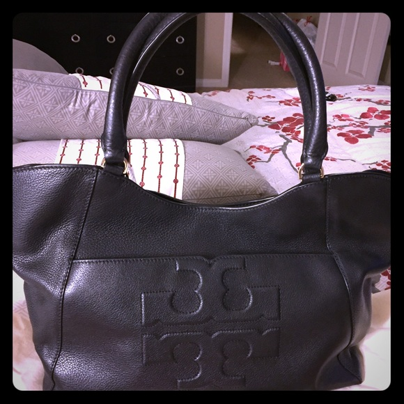 02946273070b TORY BURCH  NEW  Bombe-T East West Tote!
