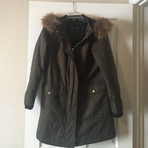 Forever 21 Jackets & Blazers - Forever 21 faux fur trim parka