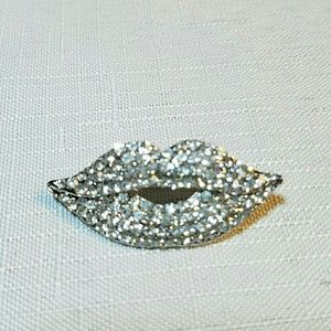 Jewelry - Very unique and fun clear crystal lips brooch