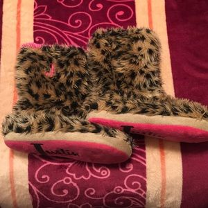 Justin Boots Shoes - Justin slippers leopard print soft clean 5/6