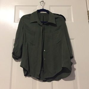 Tops - Beautiful flowy army green top