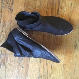 House of Harlow black leather booties