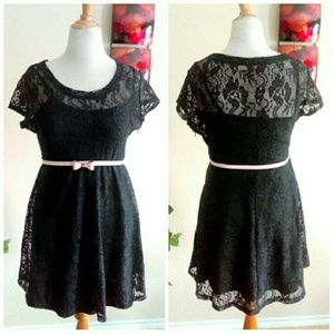 Dresses & Skirts - ⬇Pretty Black Lace Dress w/ Pink Bow Belt
