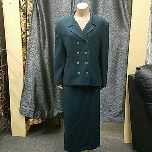 Jones of New York suit. Size 16.