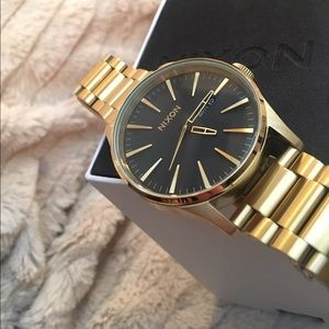 RESERVED Brand New😍 Nixon Sentry Bracelet Watch