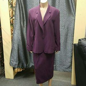 Gianni women's suit. Size 16.