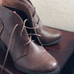 Shoes - Brown laced up chunky heel❤️