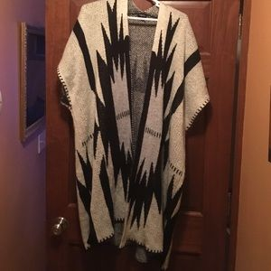 One Size Blanket Sweater Aztec black white poncho