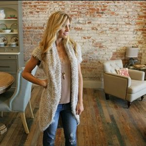 ✨HP✨ BOUTIQUE soft fuzzy cardigan