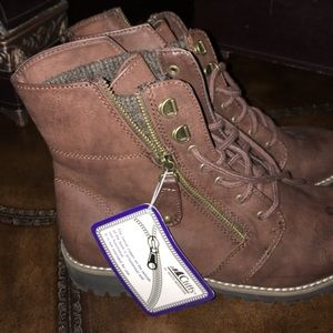 White Mountain cliff ankle boots