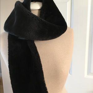 Echo Accessories - Scarf: snowed in folks, U need a black faux fur