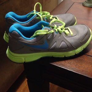 Nike revolution 2 tennis shoes
