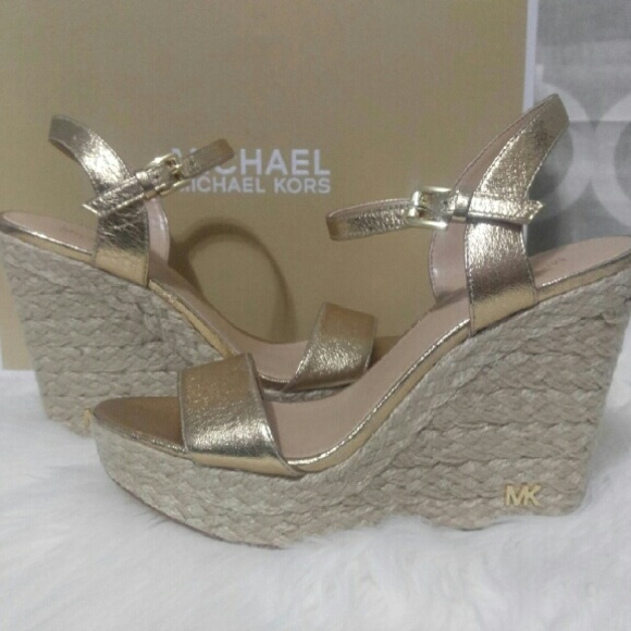 f4044d09331c NIB Michael Kors Pale Gold Jill Wedge Sandals