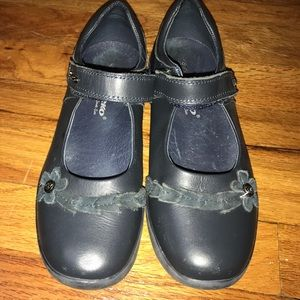 Beeko Other - Girls dress/uniform shoes