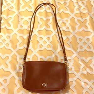 Gorgeous faux leather cross body bag.