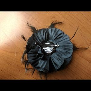 Accessories - Dainty Black Flower Hairclip