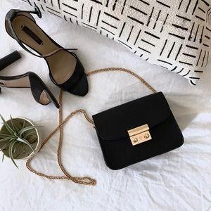 Handbags - 🎉HP 🎉Black mini messenger bag W/ gold chain
