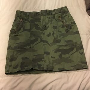Camo mini skirt. Size 6. Old Navy