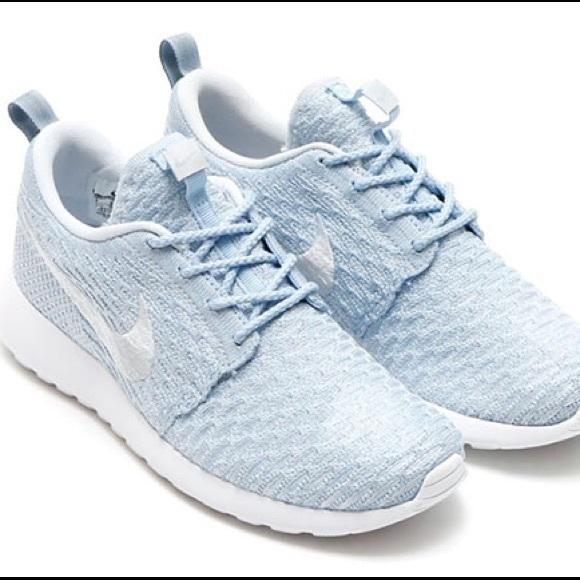 promo code 0f1f9 fcda5 Light Blue Nike Flyknit Roche. M 58802848f0137d5ed600f75e