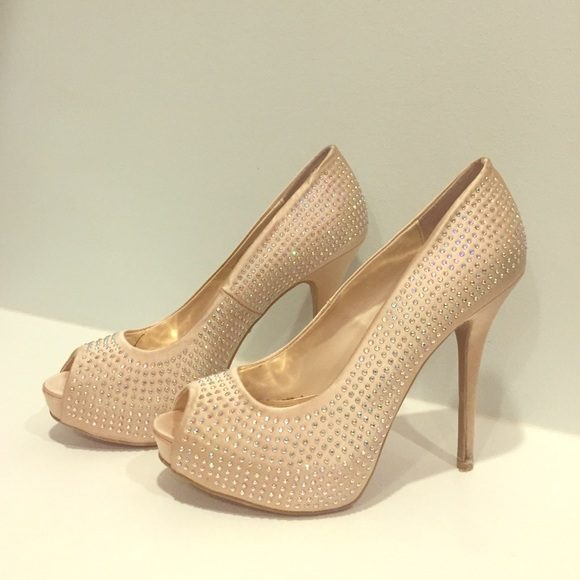 03630a8a99075 Jennifer Lopez Shoes - Jennifer Lopez Rhinestone Studded Gold High Heels