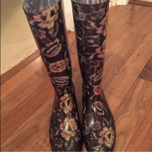 Nicole Miller Shoes - Weekend Sale! Nicole Miller Floral Rain Boots