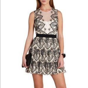 🌟FINAL SALE🌟 BCBGMAXAZRIA Collier Tiered Dress