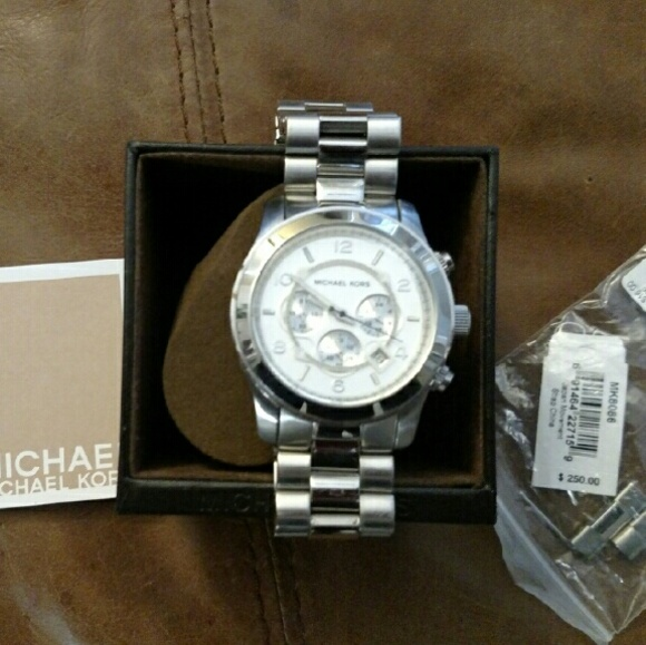 0f1700631123 M 5880d7df8f0fc430c6013ae3. Other Accessories you may like. Michael Kors  oversized women s watch