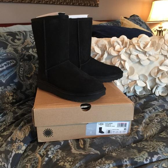 81b1537fb UGG Women's classic short II Black boots size 8. M_5880ec2d3c6f9f03790095b9