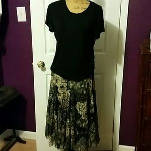 Beautiful flowy bohemian skirt with gold threading