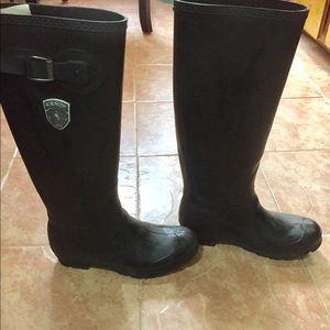 Kamik Shoes - Kamik weatherproof boots. Size 8. Black.