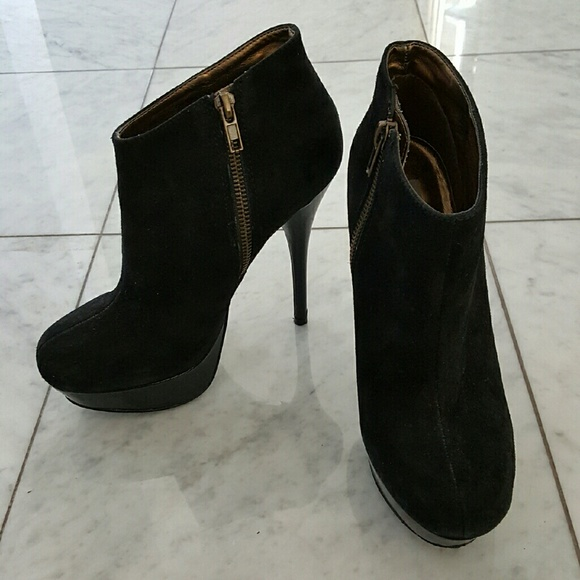 829d6b5fa88 Steve Madden Chelseey Black Suede Ankle Boot