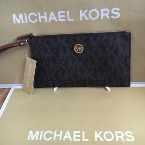 Michael Kors Handbags - 🍥MK clutch brown signature