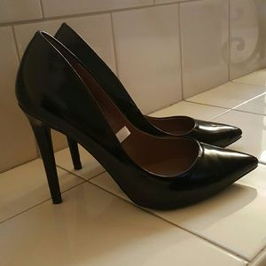 Shoes - Pointy toe heels