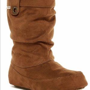 BearPaw Shoes - BEARPAW travel boot