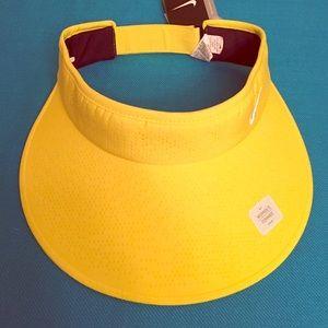 Nike Accessories - 🎉HP 4/14🎉 Nike Golf Perforated Visor