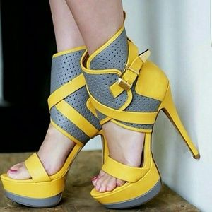 Shoes - Yellow and gray heel