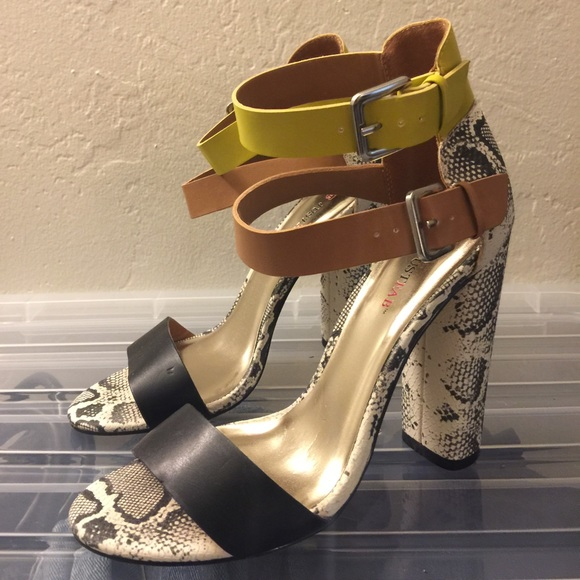 4347f903854 JustFab Shoes - JustFab strappy block heel snakeskin sandals