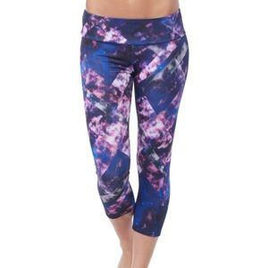Onzie Yoga Capri Leggings