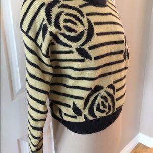 Jones New York sweater-gray roses on yellow MED.