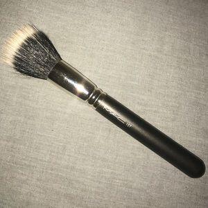 Mac #187 Duo Fiber Face Brush