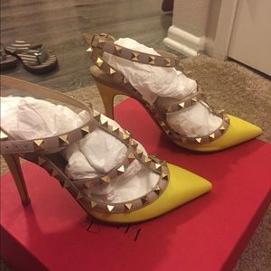 Valentino Shoes - 💛🍋💛leather Valentino Rockstud..