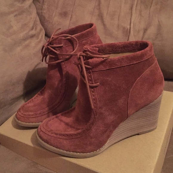 ccfa8cc3a22 Lucky Brand Shoes - Lucky Brand LK-Ysabel Wedge NWOT