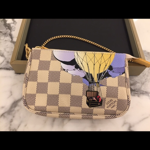 revendeur 0b23f 56e8a Louis Vuitton Damier Azur Illustre Mini Pochette