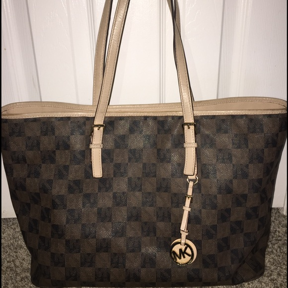 6958eb50fb80e9 Michael Kors Checkerboard Jet Set Medium Tote. M_5881dbe5f739bc35890519cb