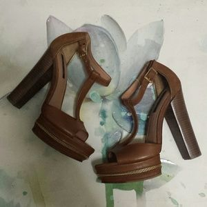 NWOB.....Rachel zoe zippered trim platform sandals
