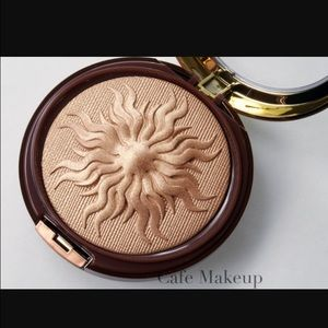 Physicians Formula Other - Physicians formula airbrushed bronzer glow powder