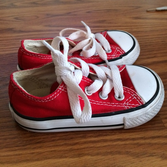 Red converse toddler size 5