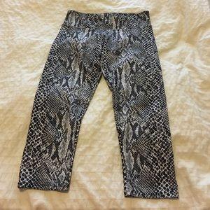 Onzie Like New Snakeskin Cropped Yoga Pants