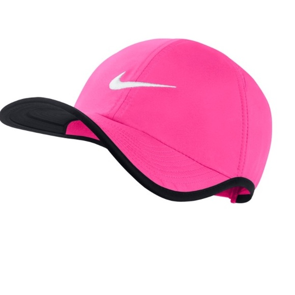 66cddd768e5 NWT Nike featherlight dri fit hat hot pink