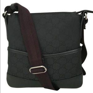 Gucci Handbags - NWT authentic Gucci crossbody black messenger bag